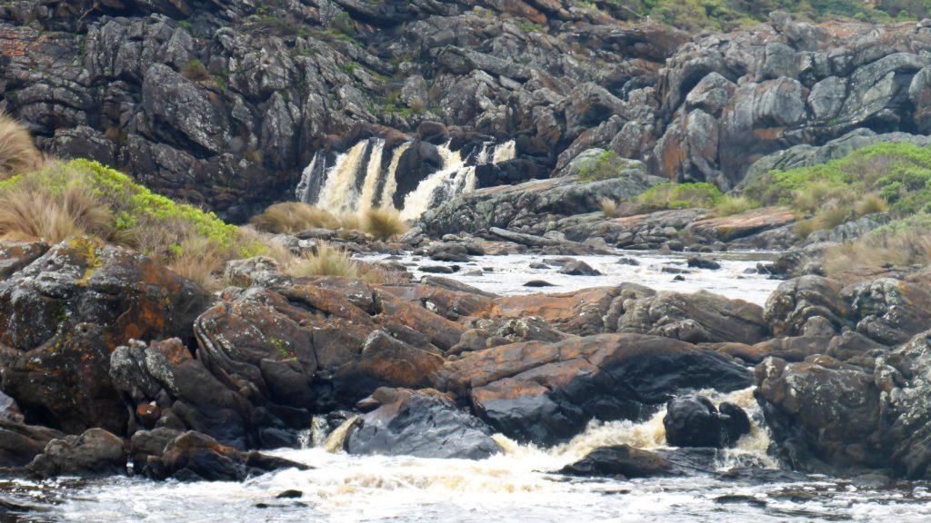 auch dieser Fluß führt braunes Wasser
