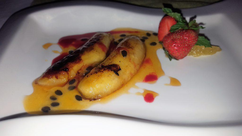 Bananen mit Passionsfruchtsauce