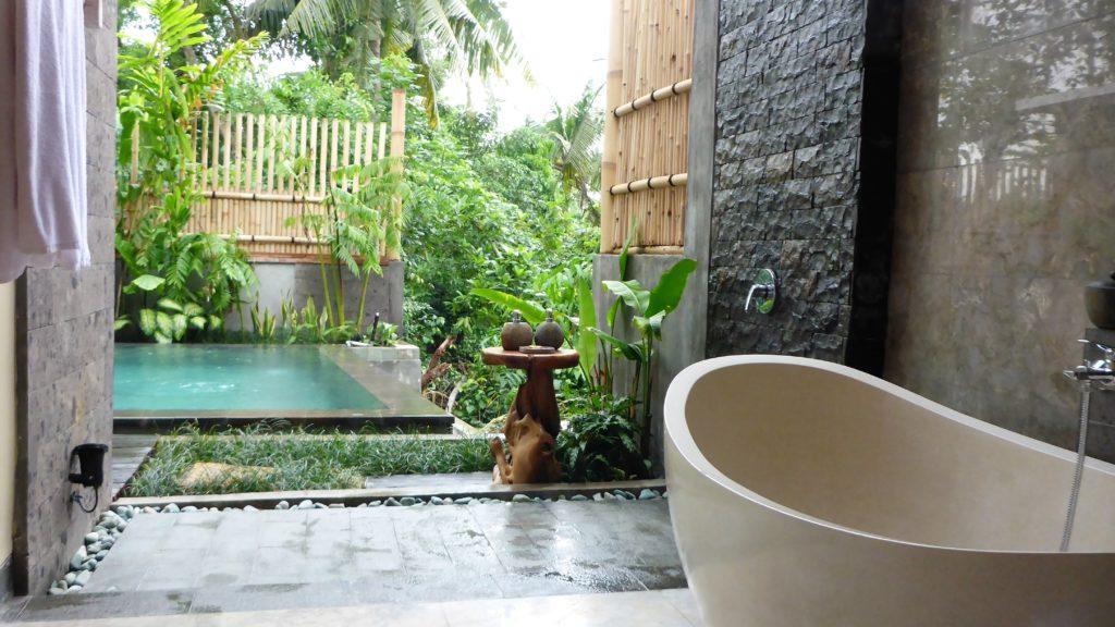 das offene Badezimmer bieten ebenso einen wunderschönen Ausblick