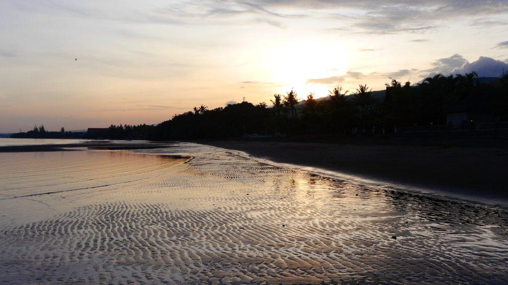 Vor Sonnenaufgang lockt mich schon der Strandspaziergang, während Wolfgang noch im Land der Träume weilt