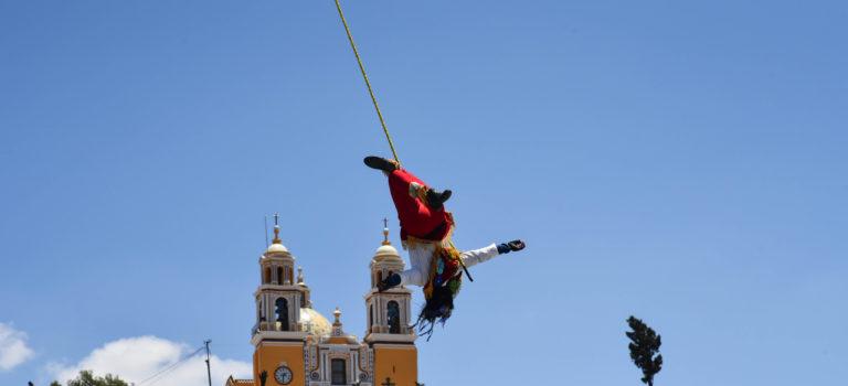 Von einer Kirche auf dem Tempel und fliegenden Menschen in Chelula