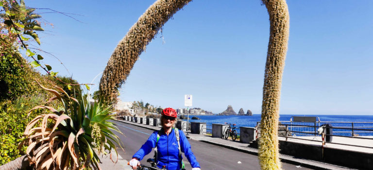 Biketour entlang der Riviera dei Ciclopi