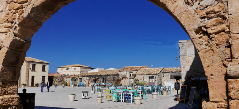 Eines der bezauberndsten Fischerdörfer Siziliens – Marzamemi