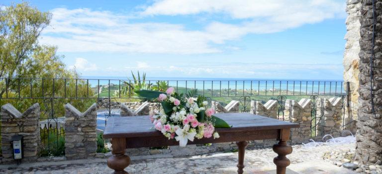 Castello Chiaramonte und die weißen Kalkfelsen von Eraclea Minoa