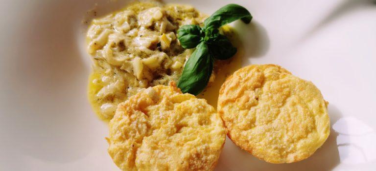 Flaumige Kartoffelmuffins mit Frühlingszwiebelsauce