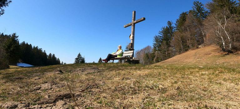 Wandern von Bildstein auf den Schneiderkopf mit Rundblick auf die Bergwelt